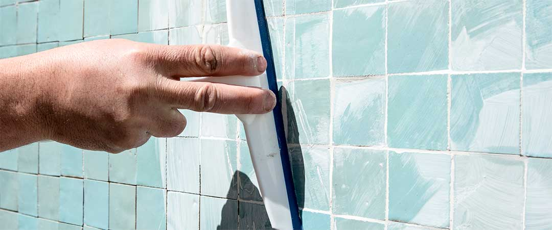 Spread the liquid joint cement, insisting on filling the spaces between tiles